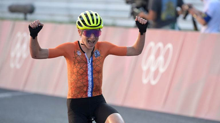 Annemiek van Vleuten thought that she had crossed the line first and then realised her mistake