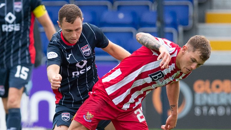 St Johnstone's Callum Hendry and Ross County's Connor Randall tangle