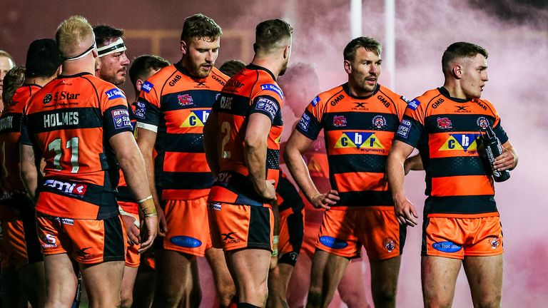 Castleford Tigers have been awarded a 24-0 Super League victory after the Huddersfield Giants camp were struck by Covid-19