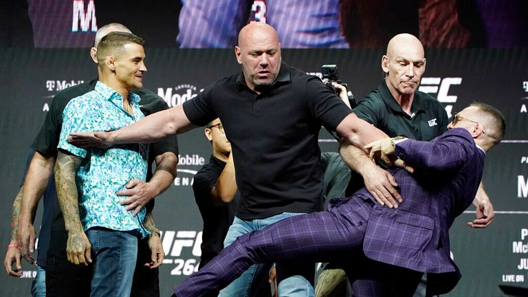 Conor McGregor, right, punches Dustin Poirier, left, as UFC president Dana White separates them at a press conference for a UFC 264 mixed martial arts fight on Thursday, July 8, 2021, at Las Vegas.  (AP Photo / John Locher)