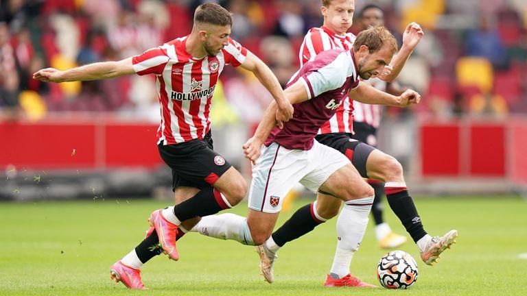 Craig Dawson jugando para West Ham en Brentford