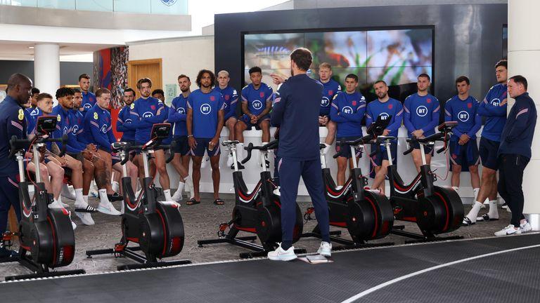 Southgate berbicara kepada tim Inggris di St George's Park