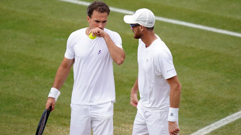 Jamie Murray (right) and Bruno Soares were eliminated from the men's doubles