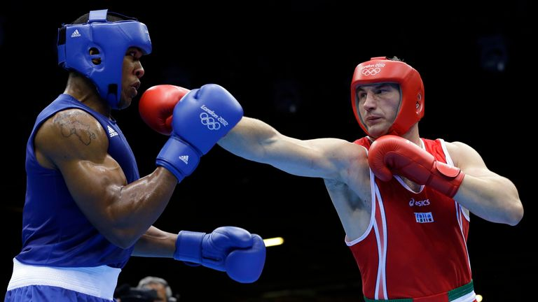 Italy's Roberto Cammarelle RED fights Britain's Anthony Joshua BLUE in a super heavyweight over 91-kg gold medal boxing match at the 2012 Summer Olympics, Sunday, Aug. 12, 2012, in London. (AP Photo/Patrick Semansky)