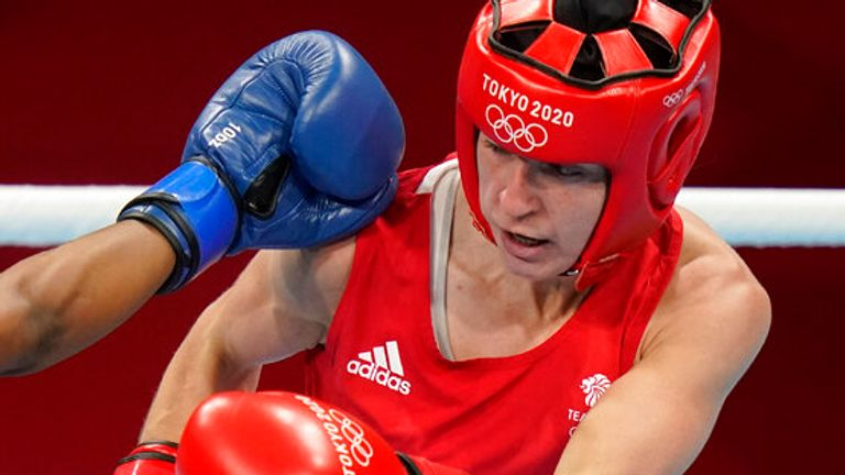Britain...s Kariss Artingstall, right, exchanges punches with Botswana...s Keamogetse Sadie-Kenosi during their women...s featherweight 57-kg boxing match at the 2020 Summer Olympics, Saturday, July 24, 2021, in Tokyo, Japan. (AP Photo/David Goldman)
