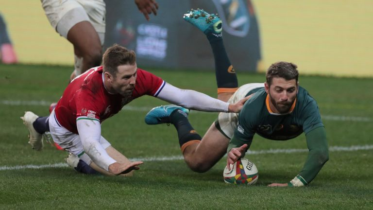 Willie le Roux had a try ruled out following a TMO review, having been in front of the kicker Lukhanyo Am