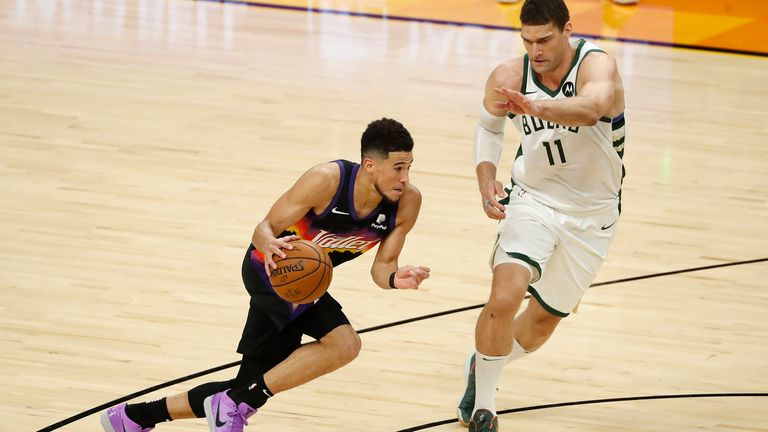 Devin Booker attacks Brook Lopez off the dribble