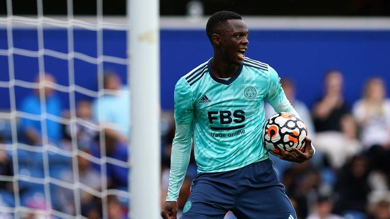 Baston Dhaka celebra su primer gol ante el Leicester
