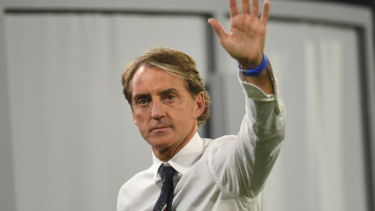 Roberto Mancini è ancora in campo prima delle semifinali