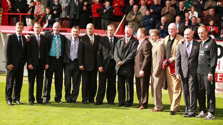 Sir Alex Ferguson with the 'Gothenburg Greats' during a pre-season friendly at Pittodrie in 2008