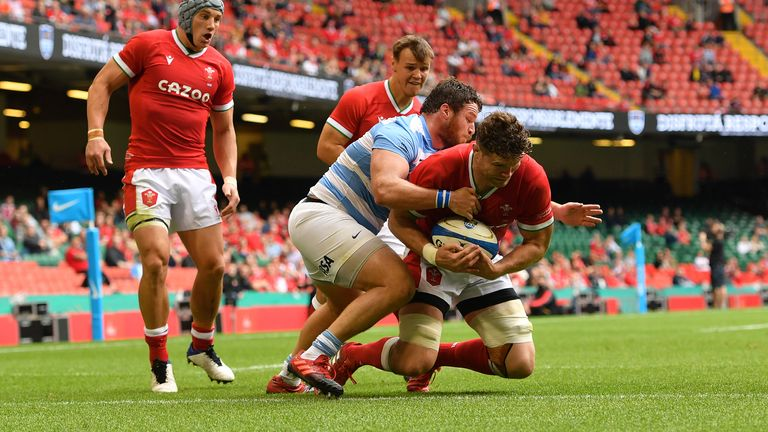 Wales' Will Rowlands scores their side's first try