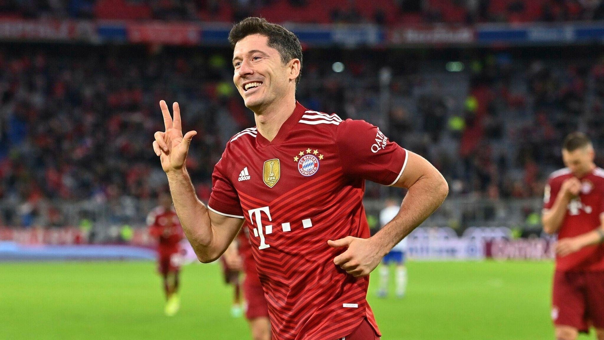 Robert Lewandowski: Bayern Munich striker collects European Golden Shoe | Football News | Sky Sports