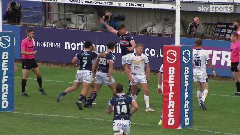 Highlights from the Super League clash between Wakefield Trinity and Leeds Rhinos