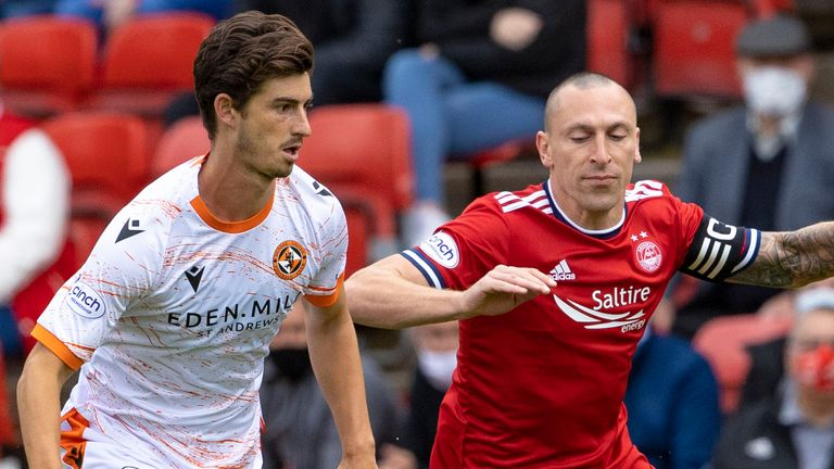 ABERDEEN, SCOTLAND - AUGUST 01: Aberdeen's Scott Brown (right) competes with Ian Harkes during the cinch Premiership match between Aberdeen and Dundee United at Pittodrie Stadium on August 01, 2021, in Aberdeen, Scotland. (Photo by Alan Harvey / SNS Group)