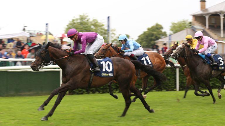 Josephine Gordon monte Foxtrot Sizzler vers la victoire dans la troisième course à Doncaster pour l'équipe BullionVault