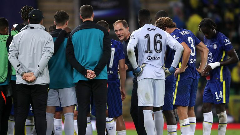Chelsea manager Thomas Tuchel speaks to the players at half-time in extra-time during the UEFA Super Cup