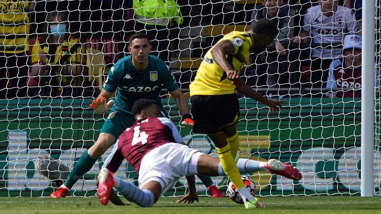 Emmanuel Dennis makes it 1-0 to Watford