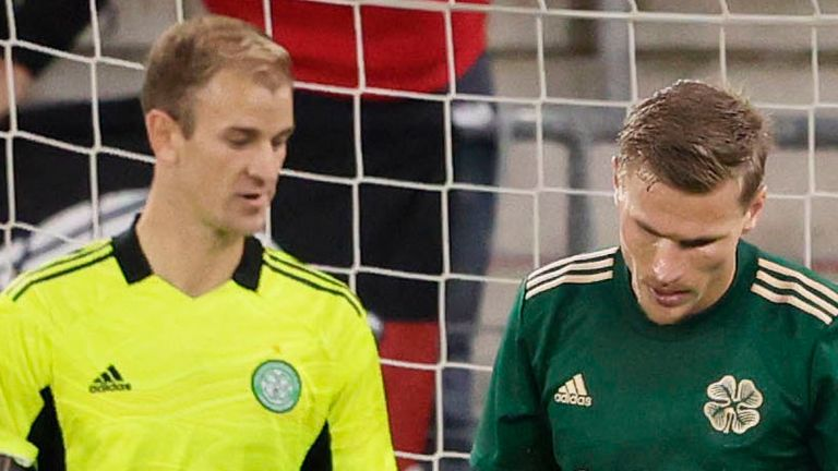 ALKMAAR, NETHERLANDS - AUGUST 26: Celtic's Joe Hart (left) and Carl Starfelt are left dejected after the second goal conceded during a Europa League Qualifier between AZ Alkmaar and Celtic at AFAS Stadium on August 26, 2021, in Alkmaar, Netherlands (Photo by Rico Brouwer / SNS Group)