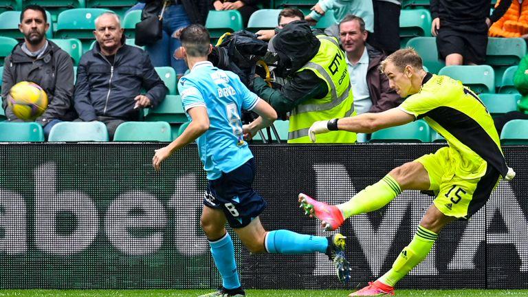 Le gardien du Celtic Joe Hart a été arrêté par Shawn Burne Dundee