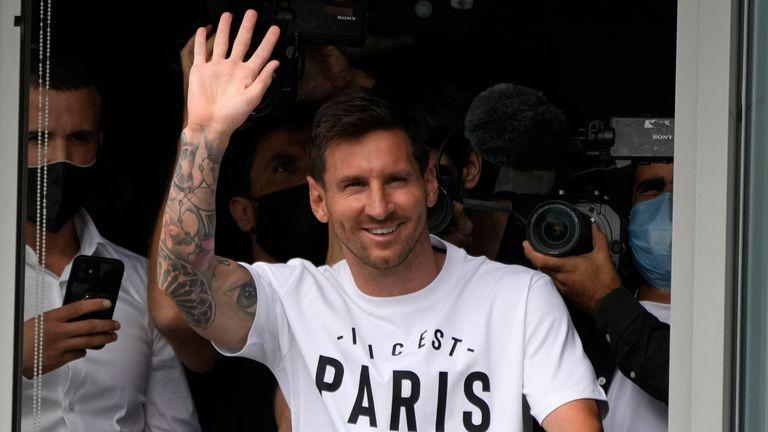 Messi lands in Paris