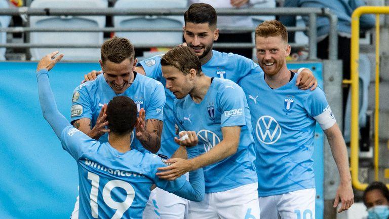 Malmo VikoPermancevicが2-0にするという彼の目標を祝う
