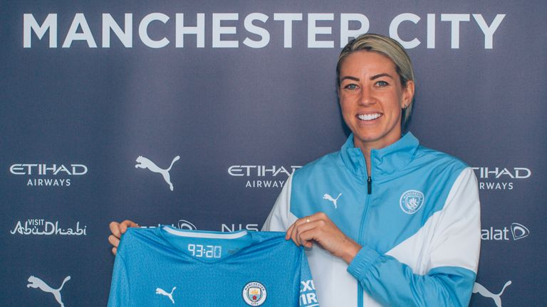 Manchester City have signed Australia international Alanna Kennedy on a two-year contract