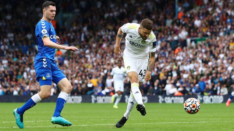 Mateusz Klich égalise pour Leeds sous le regard de Michael Keane