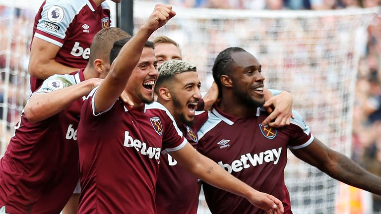 Pablo Fornals celebrates with teammates after giving West Ham the lead