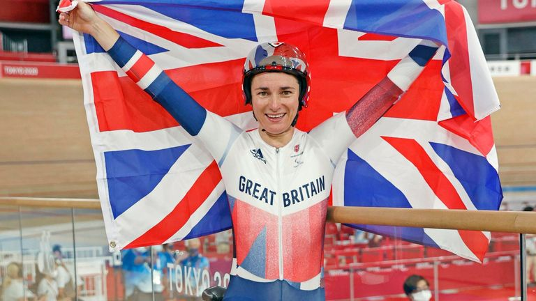 Sarah Storey retained her C5 3000m individual pursuit crown in Tokyo