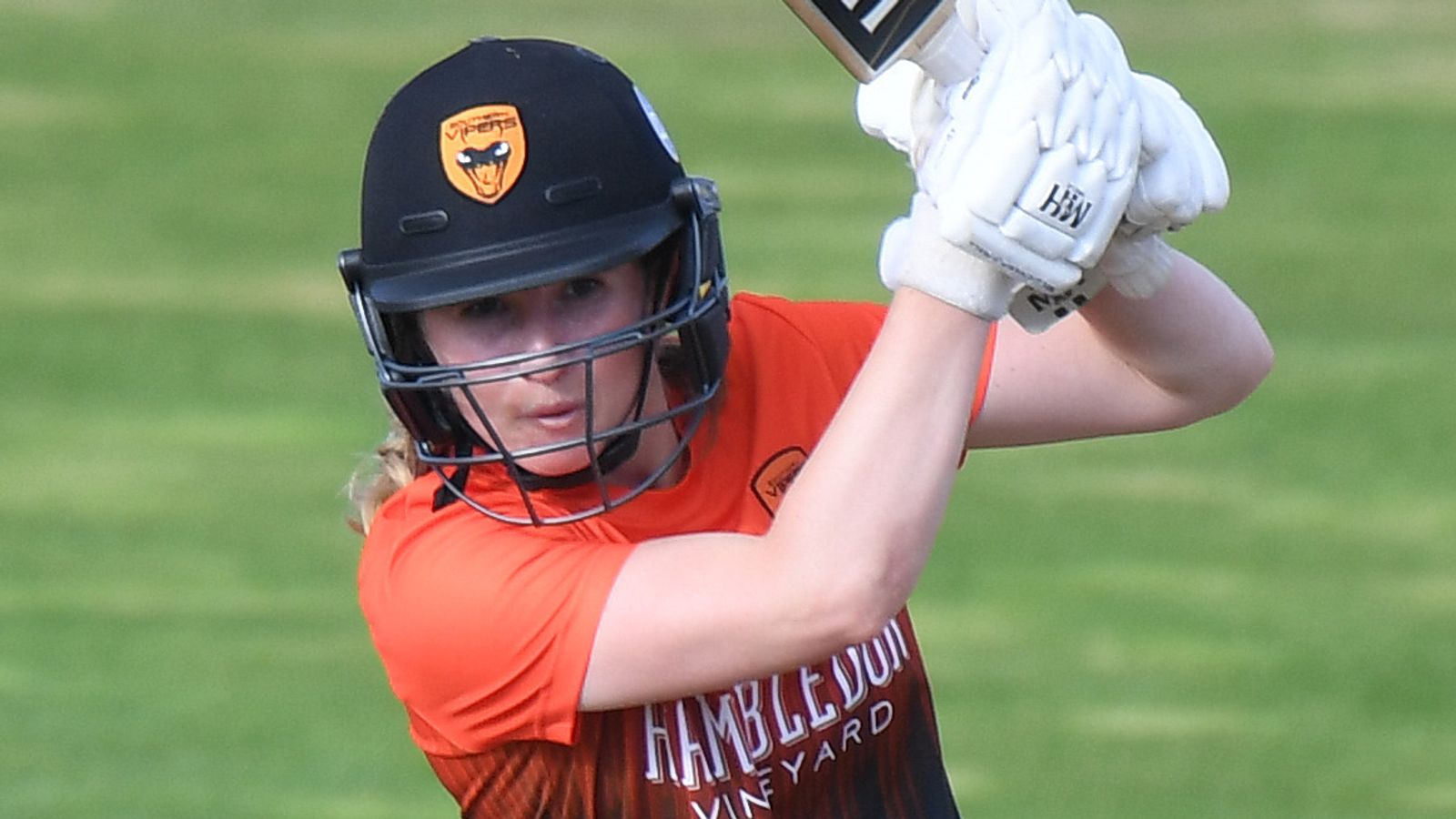Southern Vipers retain Rachael Heyhoe Flint Trophy title after fighting back to beat Northern Diamonds