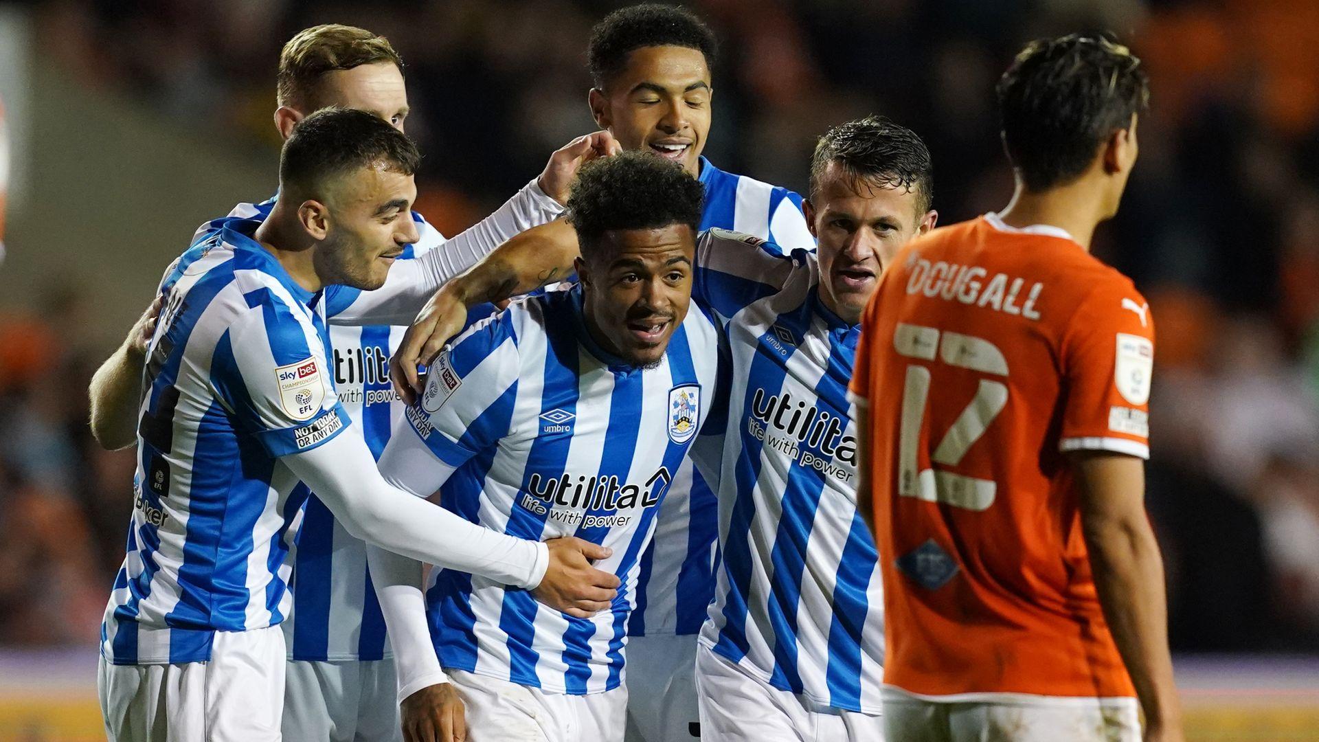 Huddersfield cruise past Blackpool
