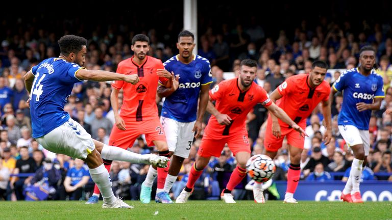 Andros Townsend gives Everton a 1-0 lead from the penalty spot