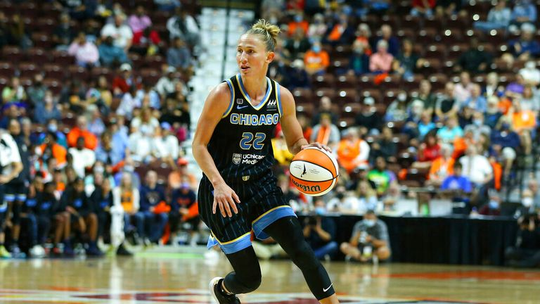 Chicago Sky guard Courtney Vandersloot (22) in action during game 1 of the WNBA semifinal between Chicago Sky and Connecticut Sun on September 28, 2021, at Mohegan Sun Arena in Uncasville, CT. (Photo by M. Anthony Nesmith/Icon Sportswire) (Icon Sportswire via AP Images)
