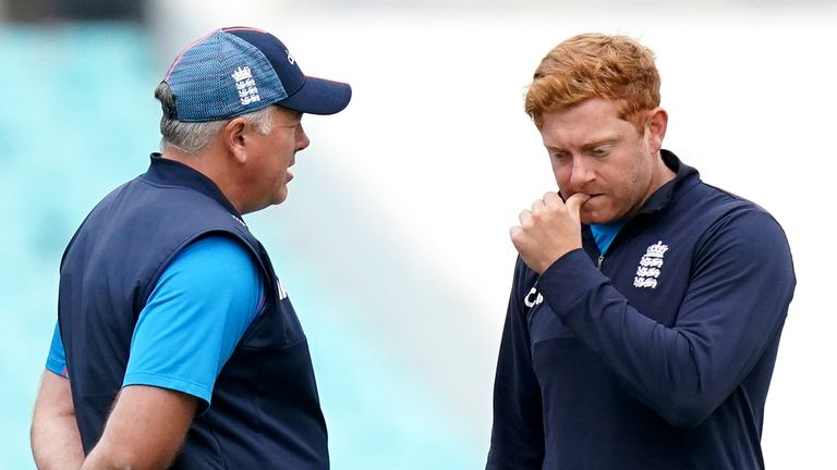 England head coach Chris Silverwood speaks to Jonny Bairstow  at the Kia Oval last week