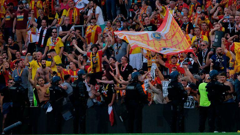 Crowd trouble at Lens vs Lille (AP)