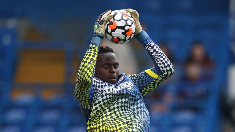 Edouard Mendy warms up ahead of Chelsea v Man City