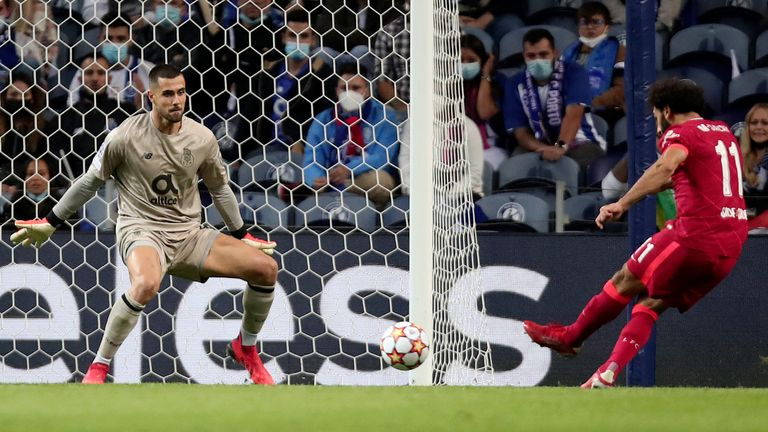 Liverpool's Mohamed Salah, right, scores his side's third goal during the Champions League group B soccer match between FC Porto and Liverpool at the Dragao stadium