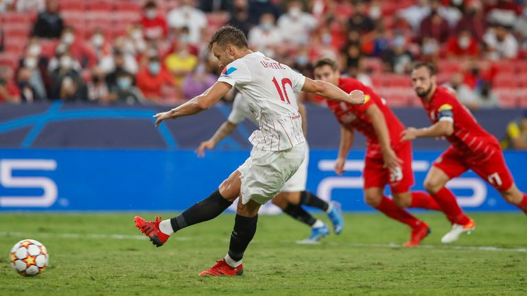 There were a whopping four penalties awarded in the first half between Sevilla and RB Salzburg
