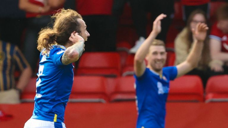 ABERDEEN, SCOTLAND - SEPTEMBER 18: Stevie May celebrates in front of the Aberdeen fans after making it 0-1  during the cinch Premiership match between Aberdeen and St Johnstone at Pittodrie Stadium on September 18, 2021, in Aberdeen, Scotland.  (Photo by Alan Harvey / SNS Group)