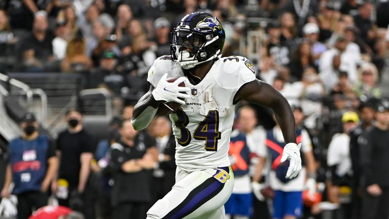 Baltimore Ravens running back Ty'Son Williams' first NFL touchdown goes for 35 yards on fourth down.