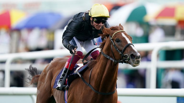 Stradivarius wins the Doncaster Cup