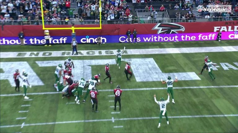 Ty Johnson rushes over for a touchdown from close range to bring the Jets back into the game