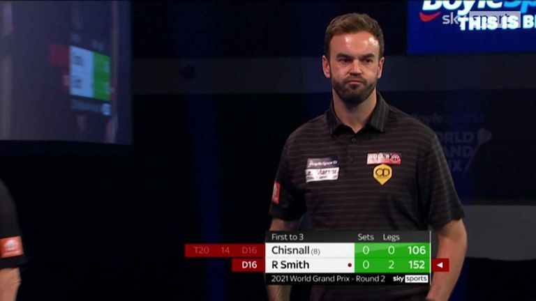 Ross Smith takes the first set against Dave Chisnall with an impressive 152 checkout