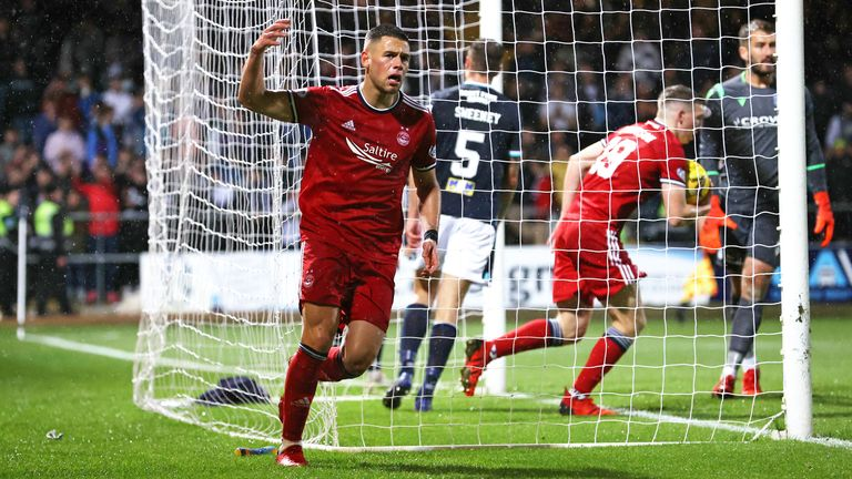 DUNDEE, SCOTLAND - OCTOBER 16: Aberdeen's Christian Ramirez pulls a goal back  during a cinch Premiership match between Dundee and Aberdeen at the Kilmac Stadium at Dens Park, on October 16, 2021, in Dundee, Scotland.  (Photo by Alan Harvey / SNS Group)