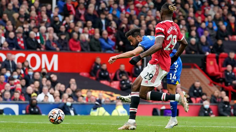 Andros Townsend equalises for Everton at Old Trafford (Andrew Yates/CSM via ZUMA Wire)