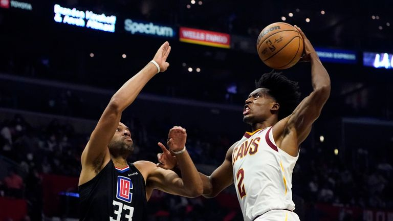 Collin Sexton's emphatic dunk saw Cleveland extend their lead over the Los Angeles Clippers in the second quarter.