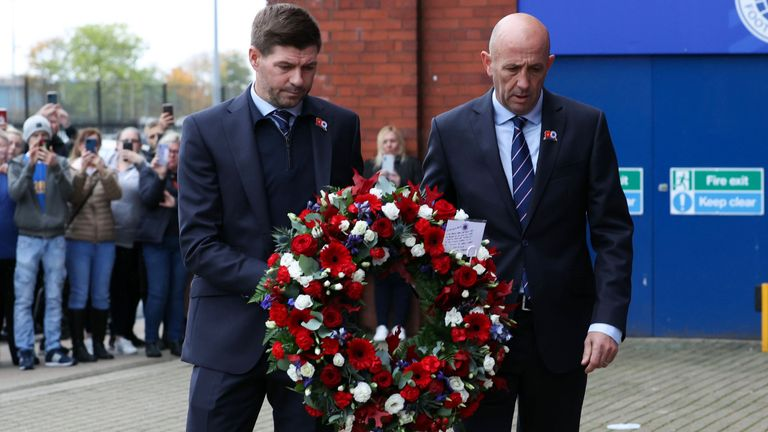 GLASGOW, SCOTLAND - OCTOBER 27: Rangers manager Steven Gerrard (L) and assistant Gary McAllister lay a wreath in memory of legendary Rangers manager Walter Smith, who has passed away aged 73, on October 27, 2021, in Glasgow, Scotland. (Photo by Alan Harvey / SNS Group)