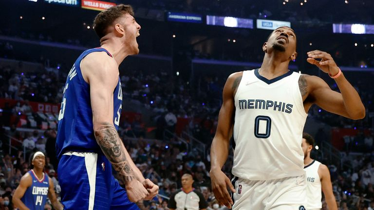 Los Angeles Clippers Center Isaiah Hartenstein reacts in front of Memphis Grizzlies guard De'Anthony after an alley oop