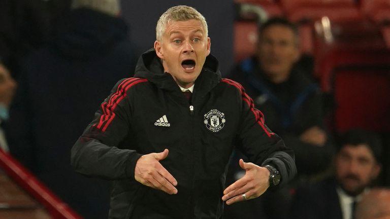 Ole Gunnar Solskjaer reacts during Manchester United's match vs Atalanta